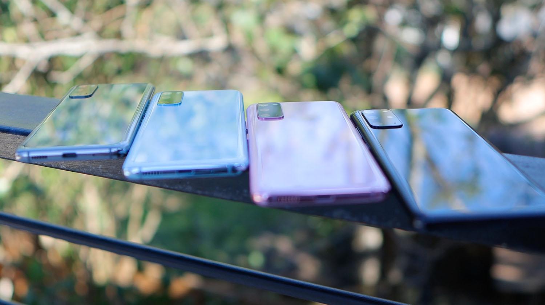 Feature photo by Daniel Romero/Unsplash. Several smartphones in a row.