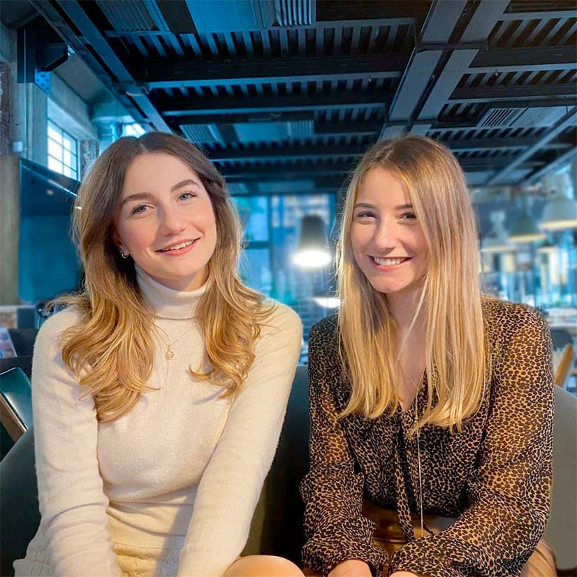 Photo of Giulia Colangeli (right) and her sister Caterina (left), co-owners and co-founders of Chinzari