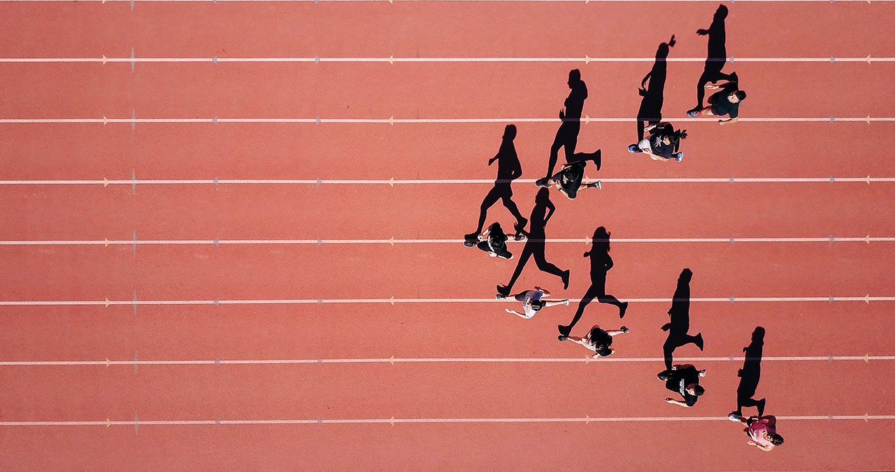 Group of people running on stadium, ©Steven Lelham / Unsplash